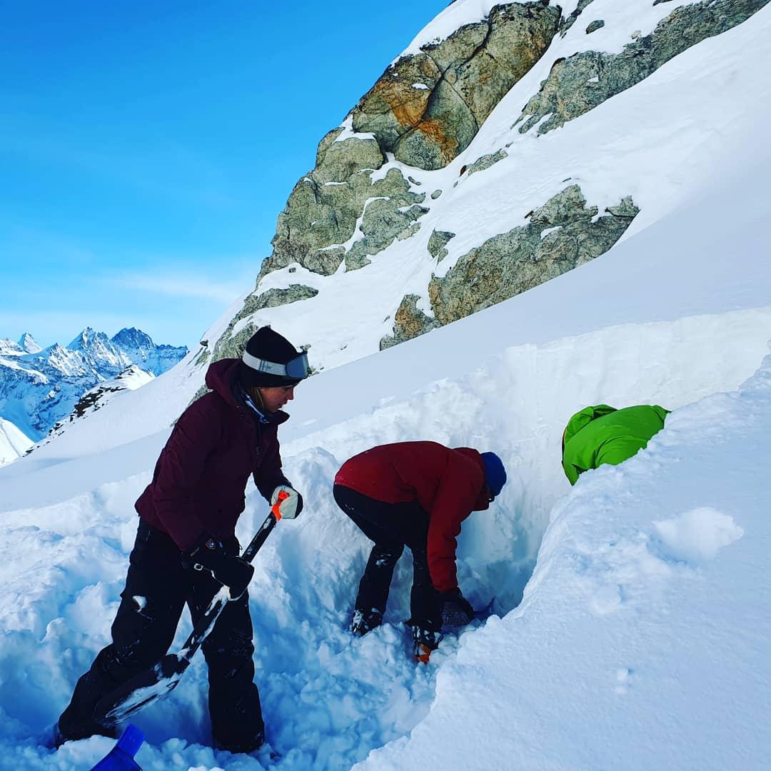 Cours avalanche Valais   formation aux bases de la prévention des risques pour skieurs et randonneurs à ski